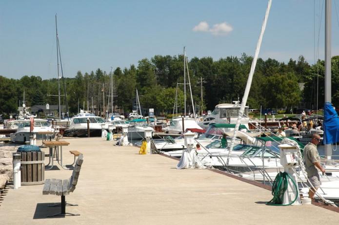 marina dock w-benches
